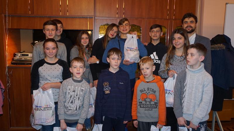 ТНЦ УСПІХ_12.12.16_Святкова новорічна зустріч в Тернопільському дитбудинку (1)